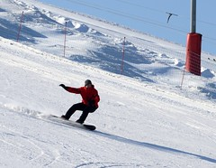 ski equipment(0.0), ski cross(0.0), ski(0.0), skiing(0.0), ski touring(0.0), downhill(0.0), nordic skiing(0.0), snowboarding(1.0), winter sport(1.0), winter(1.0), piste(1.0), sports(1.0), snow(1.0), snowboard(1.0),