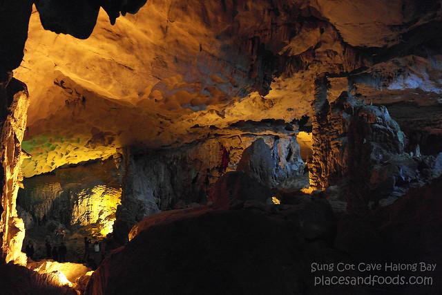 sung cot cave halong bay