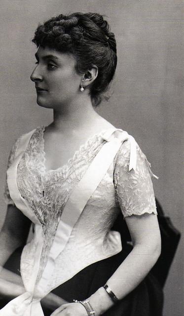 Comtesse Adhéaume de Chevigné née Laure de Sade (1885) par Nadar