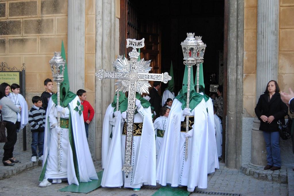 El Santo Entierro sale de la Iglesia de la Encarnación. FOTO: ÁNGEL MEDINA LAÍN