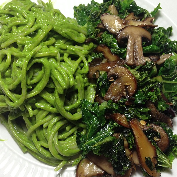 Dinner: brown rice pasta w. pesto. kale and mixed mushrooms with garlic and red pepper flakes. #vegan