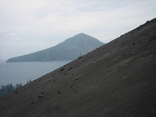 indonesia mount krakatoa krakatau rakata selatsunda