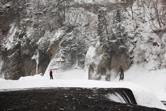 吹き割りの滝_05