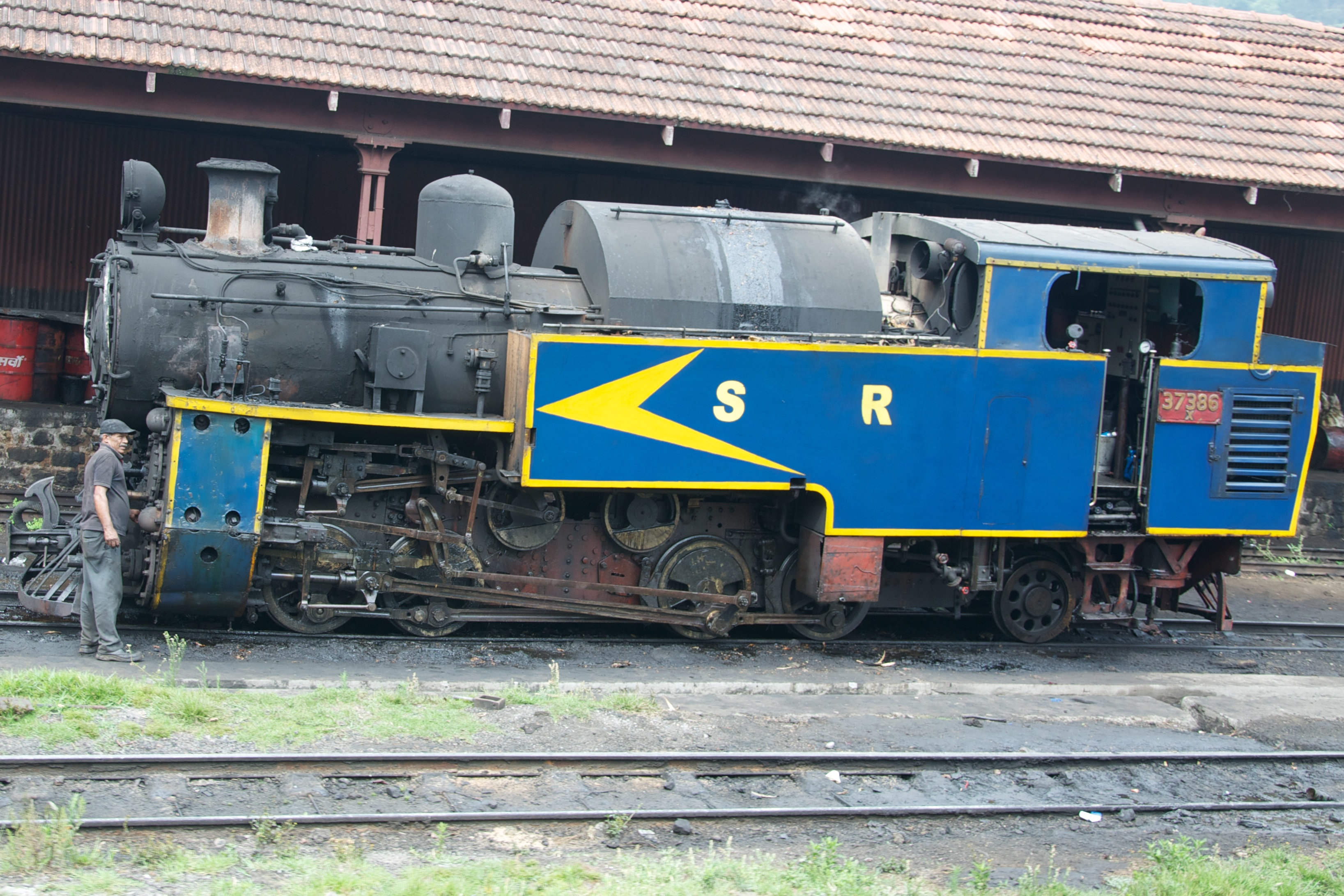 Steam loco in Coonor railway station