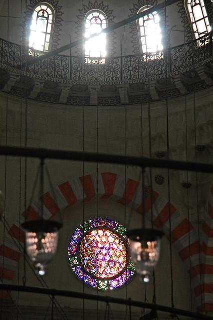 Windows and stained glass in Suleymaniye Mosque, Istanbul, Turkey イスタンブール、スレイマニエ・モスクの窓とステンドグラス
