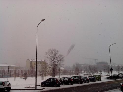 Neve sempre più densa a Milano by Ylbert Durishti