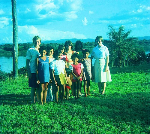 Late 1970s. Catherine Foley SSL (far left) and Maura Clerkin (far right) with several children at the Pastoral Training Center by the River Tocantins in Miracema do Norte.