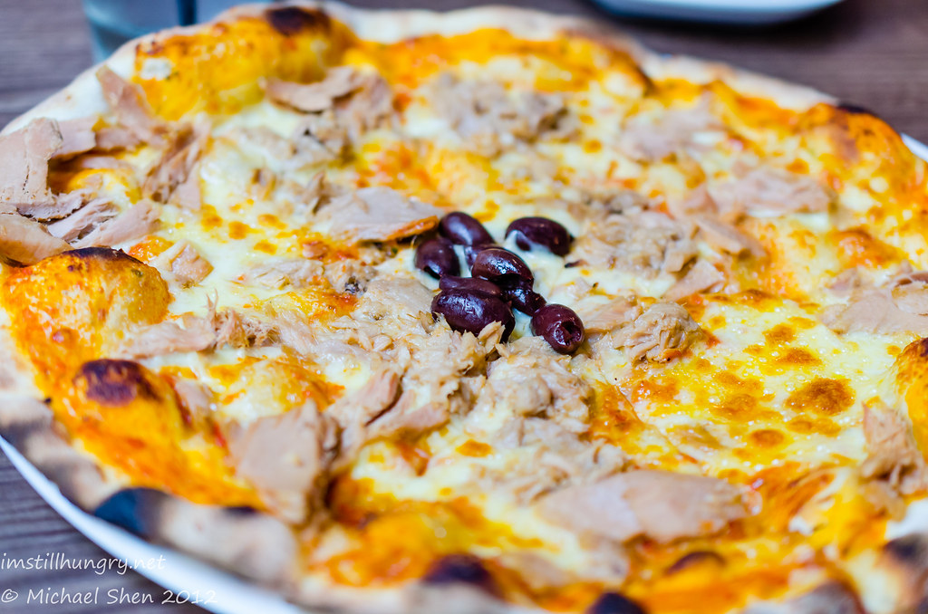GPO Pizza By Wood Tonno pizza - tomato base w/mozzarella, tuna & olives