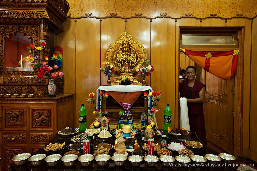 Inside Dalai Lama XIII room