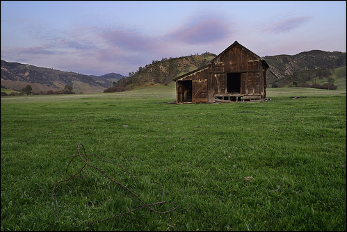 abandoned barn barbedwire sanbenito highway25 abandonedfarm pinnaclesnationalpark nikond600 oldhernandezroad dsc28342cs oilanddustspots