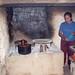 Haciendo quesadillas - Making quesadillas; Santa María Temaxcalapan, Districto Villa Alta, Región Sierra Juárez, Oaxaca, Mexico por Lon&Queta