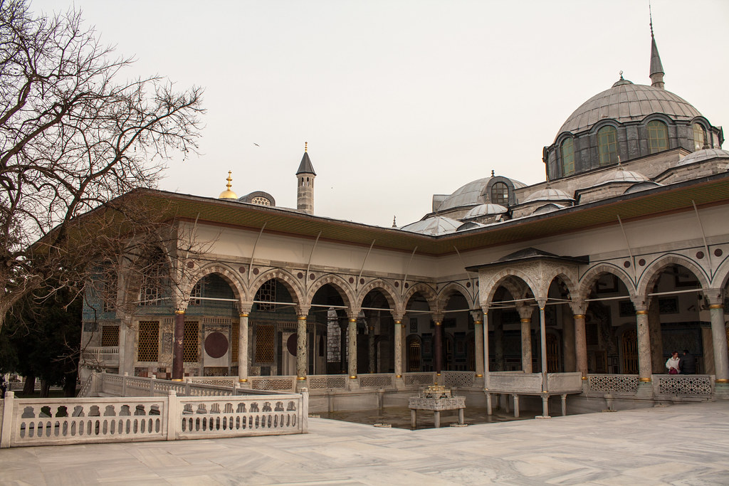 Take a Look Back at the Opulent Topkapı Palace in Istanbul ...