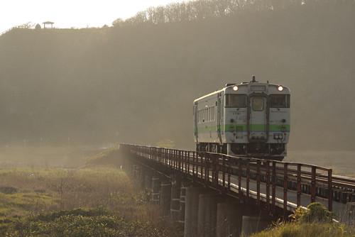 夕霧の新冠川橋梁