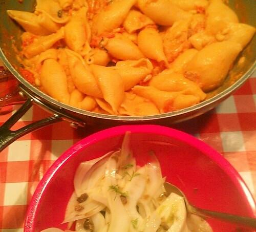pasta en slaatje.