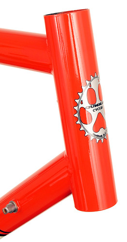 <p>Head tube on Gunnar Sport 2013 Poppy with Vanilla Shake Panels.  The Sport offers great steering for long distances plus the ability to fit 28C tires plus fenders.</p>