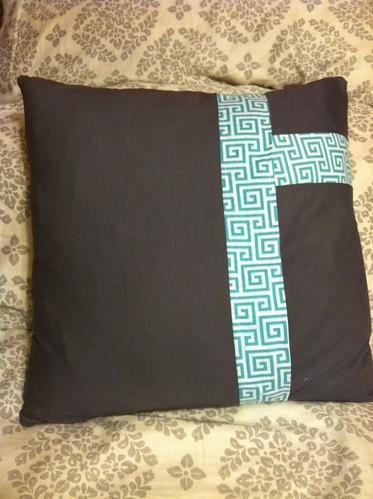 A new pillow for my sis. I added a few stitches on the grey crosses.