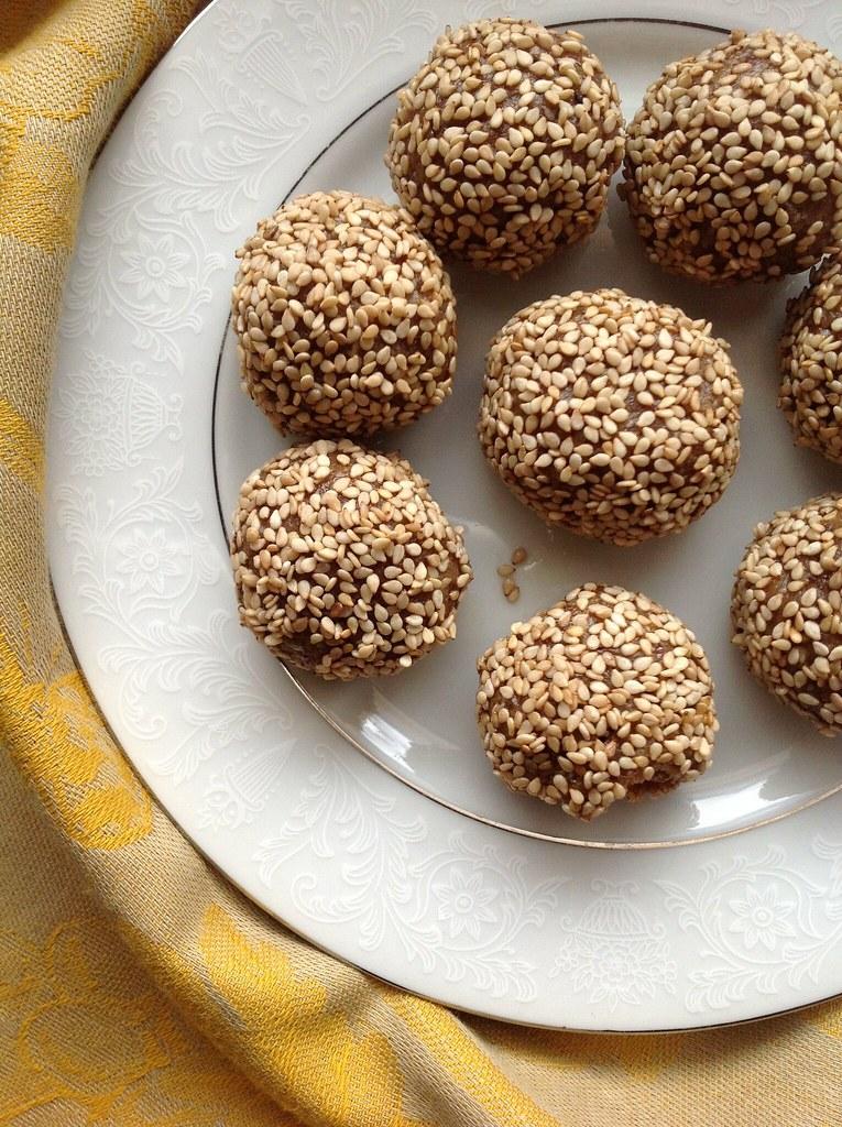Raw Halvah Cookies | RootedVegan.com