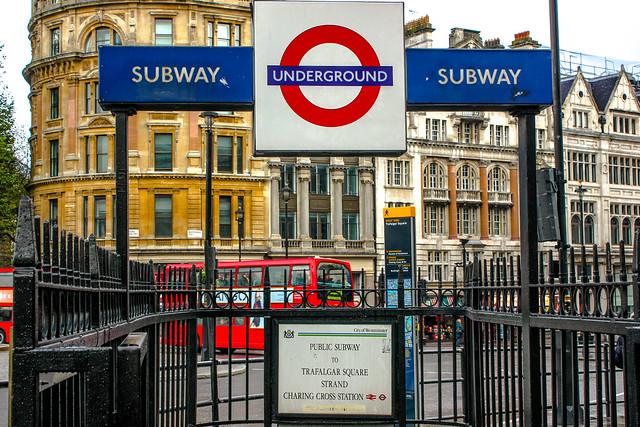 Entrada a la estación de Charing Cross