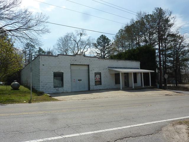 P1180405-2013-03-30-Ellenwood-Georgia-Vernacular-Store-corner-Railroad-Bouldecrest