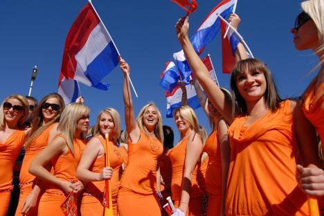 巴伐利亚啤酒礼服的荷兰女孩