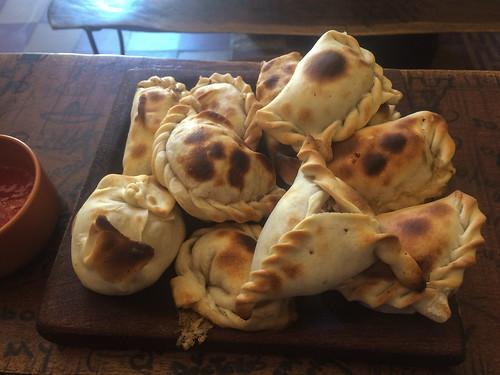 Cafayate: nous avons testé 12 empanadas différents. Bon app' ! ;)