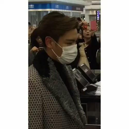 TOP - Hong Kong Airport - 15mar2015 - fromch22 - 01