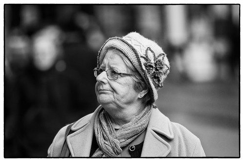 street portrait bw galway monochrome hat lady shopping candid windowshopping fullard frankfullard