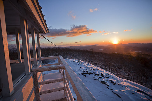 winter light mountain snow cold yellow sunrise early nc rocks warm northcarolina hike summit harris firetower harrisclayton
