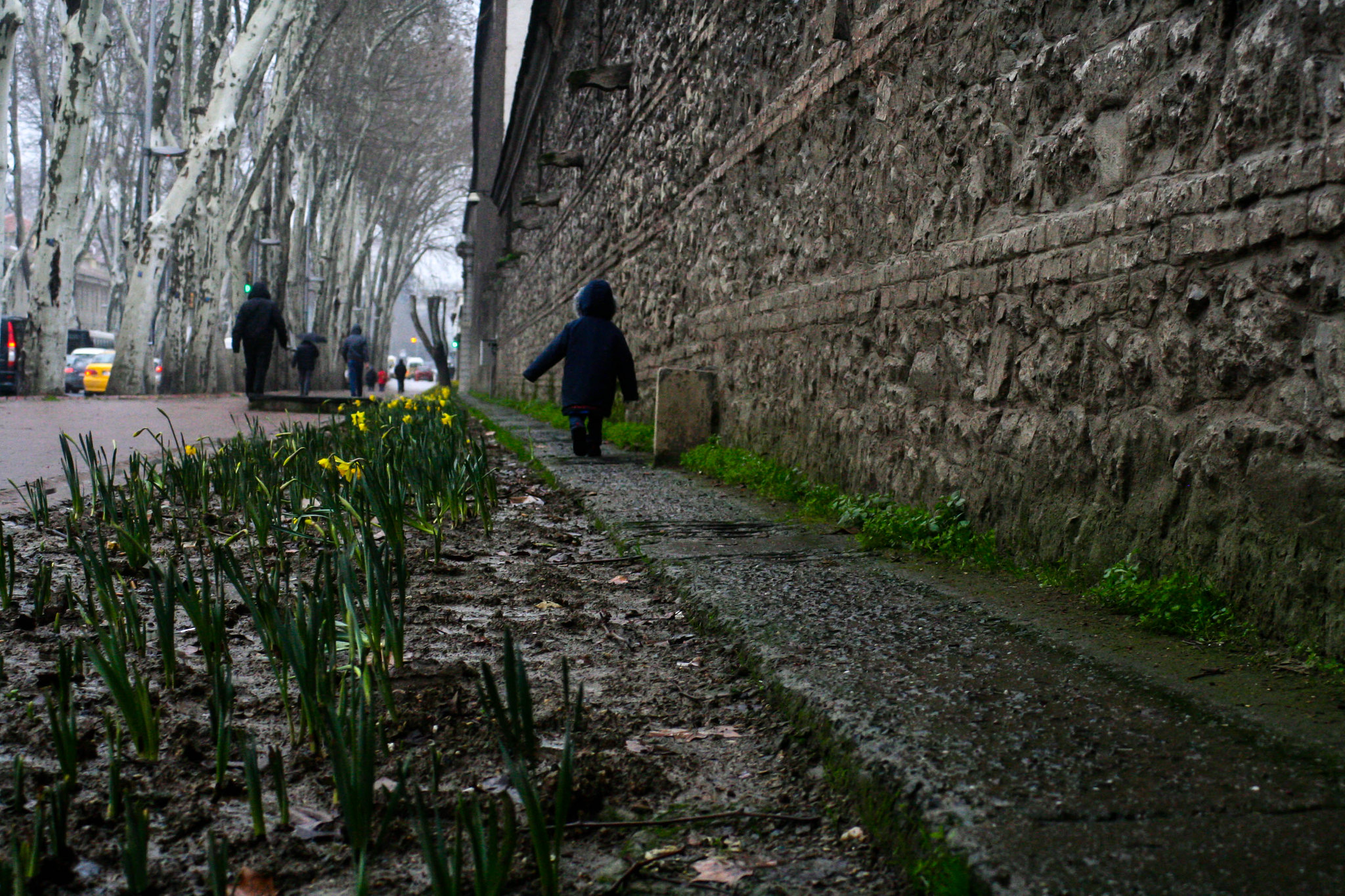 Running down Dolmabahçe Caddesi