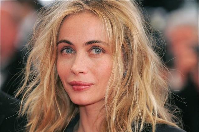 Plus-belle-femme-du-monde-2004-Numero-9-Emmanuelle-Beart_portrait_w858
