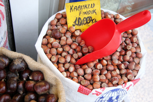 Nuts shop in Edirne, Turkey エディルネのナッツ屋さん