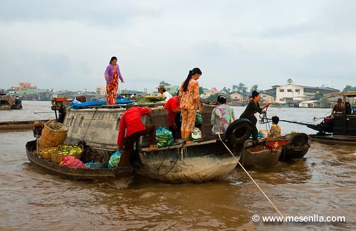 Barcas en el mercado flotante de Cai Rang