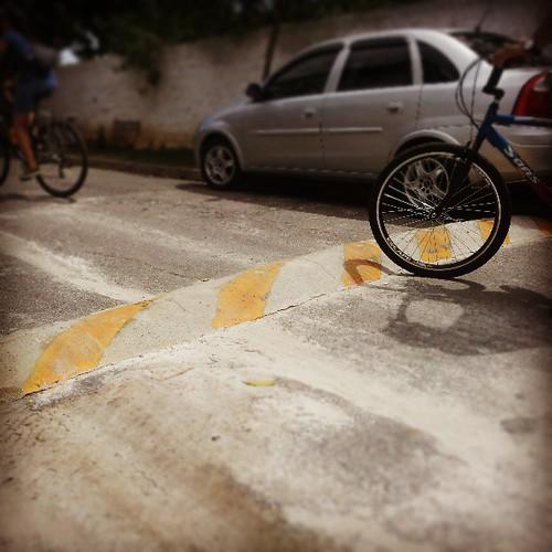 DIY traffic calming: se o poder público não faz, faça-você-mesmo