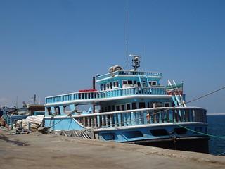 Barco no porto de Berbera na Somalilandia