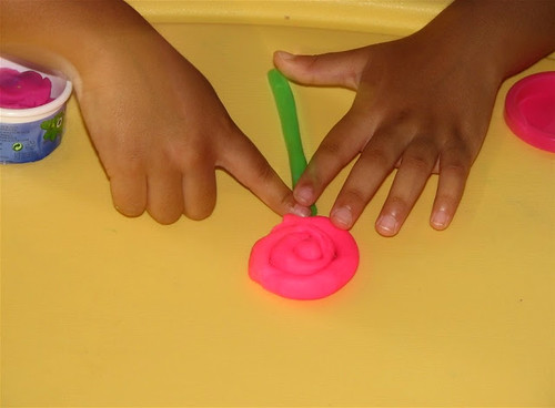Play Dough Flowers (Photo from Putti's World)