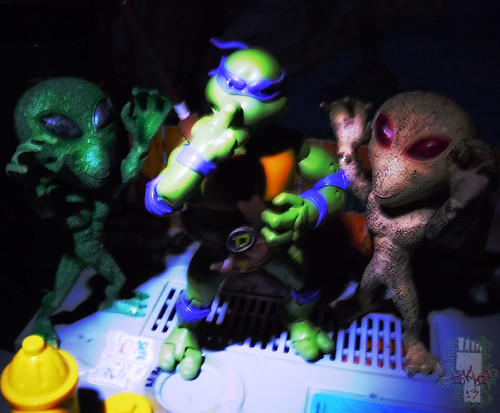 "DOLLAR TREE :: ""ALIEN"" ACTION FIGURE; Green & Tan xx // .. with TMNT Classics Don '12 (( 2012 ))"