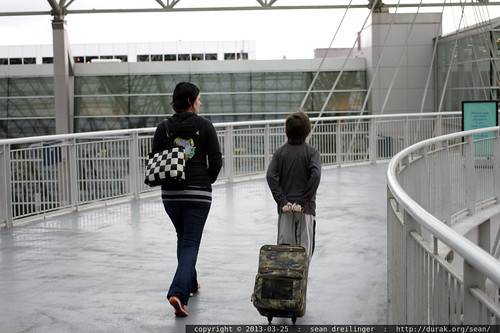unaccompanied minors, accompanied by their mom, heading into the pdx portland international air terminal    MG 3654