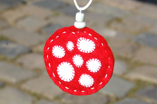 Felt pendant necklace 'mushroom' front