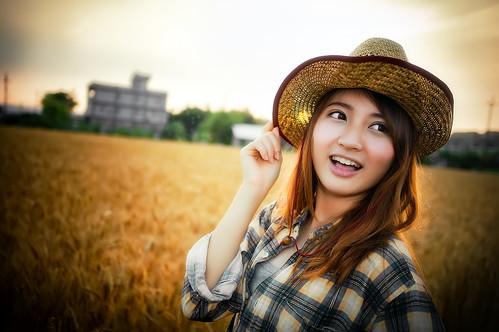 [フリー画像素材] 人物, 女性 - アジア, 人物 - 田園・農場, 帽子 ID:201303300800