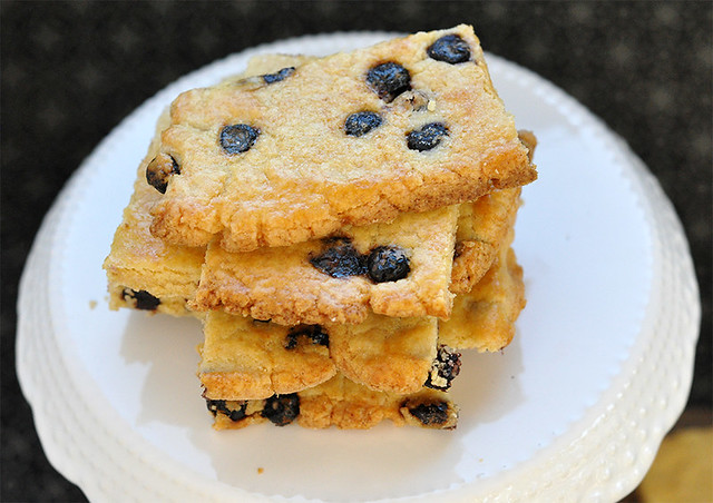 Sweet Biscuits with Dried Wild Blueberries
