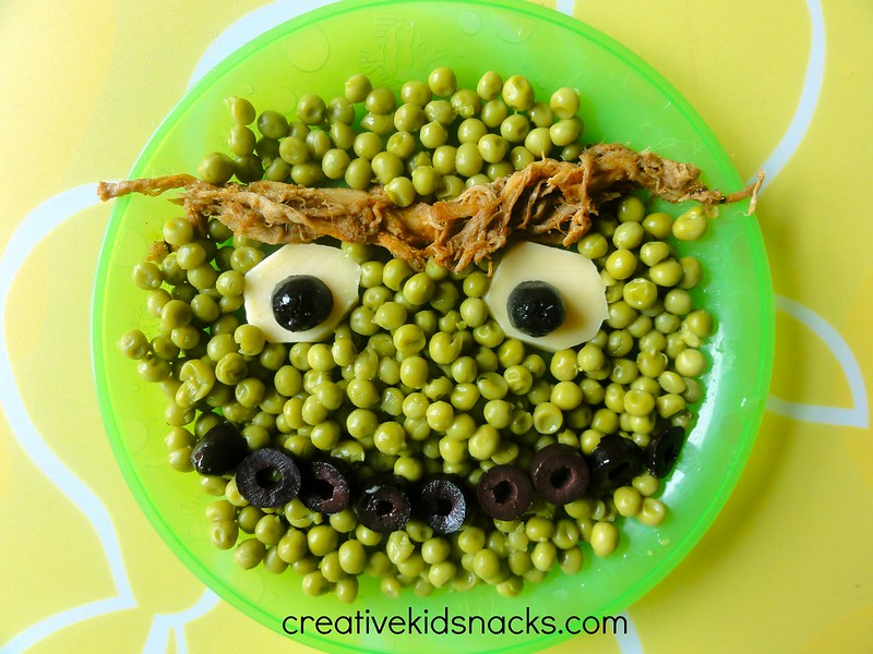 Create an Oscar the Grouch snack to serve the kids super healthy foods like peas, meat, olives, or broccoli, beans, or other greens you want them to eat!  | CreativeKidSnacks.com