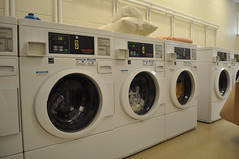 room(1.0), laundry room(1.0), clothes dryer(1.0), washing machine(1.0), laundry(1.0),