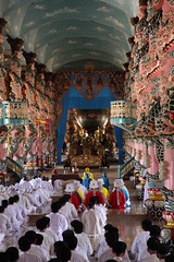 Worship service in the Cao Dai Temple