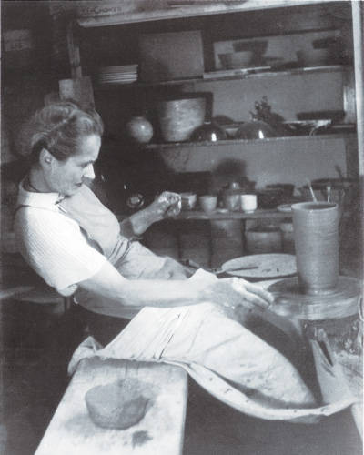 Lucie-Rie-02-lgn