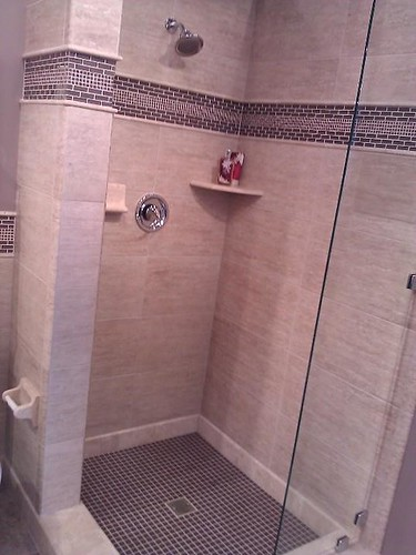 Travertine tile and glass border accents
