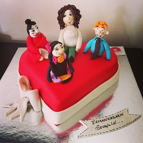 #puppets#valentinesdaycake #birthdaycake #sugarart #sugarpaste by l'atelier de ronitte