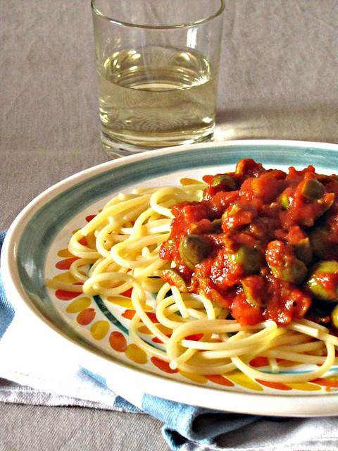 Spaghetti alla Chitarra con Ragù di Olive