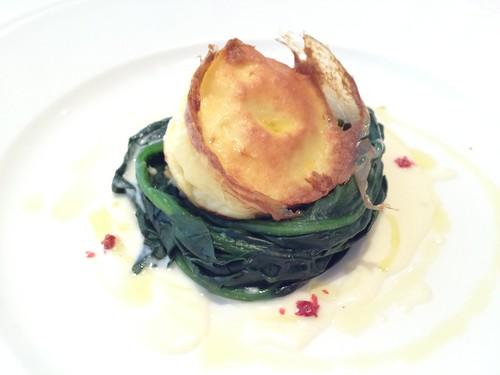 前菜はオホーツク産帆立のフラン、タレッジョチーズソース@リストランテ カバカヴァロ
