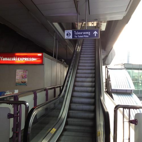 BTS Sala Daeng駅 by haruhiko_iyota