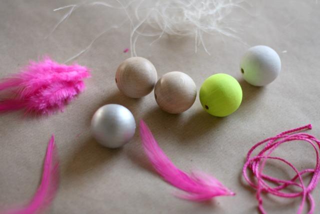 OsterbloggerEI bei So leb ich mit Piñatas-Eier und Neonkugel-Eierbechern